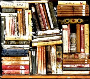 остросюжетные романы лежат стопками на полке